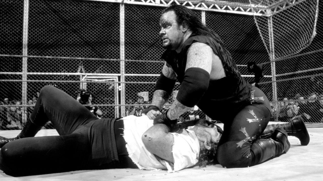 mankind_vs_the_undertaker_hell_in_a_cell_match_king_of_the_ring_1998_34